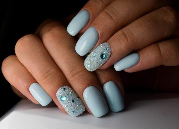 длинный дизайн ногтей с кристаллами пикси