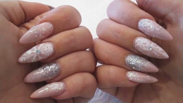 длинный дизайн ногтей с блестками