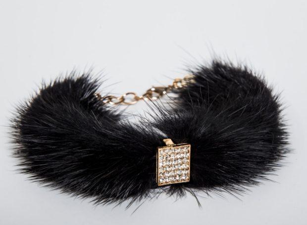 стильные браслеты с мехом