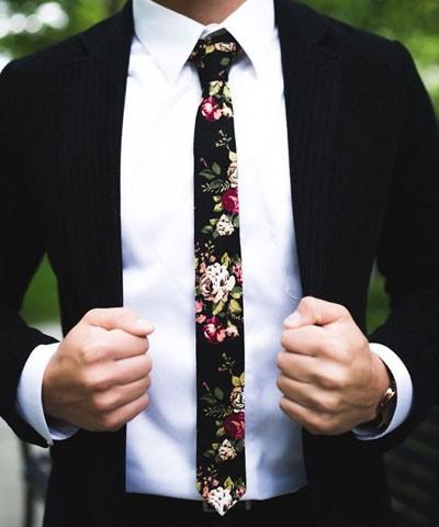 модный галстук из льна