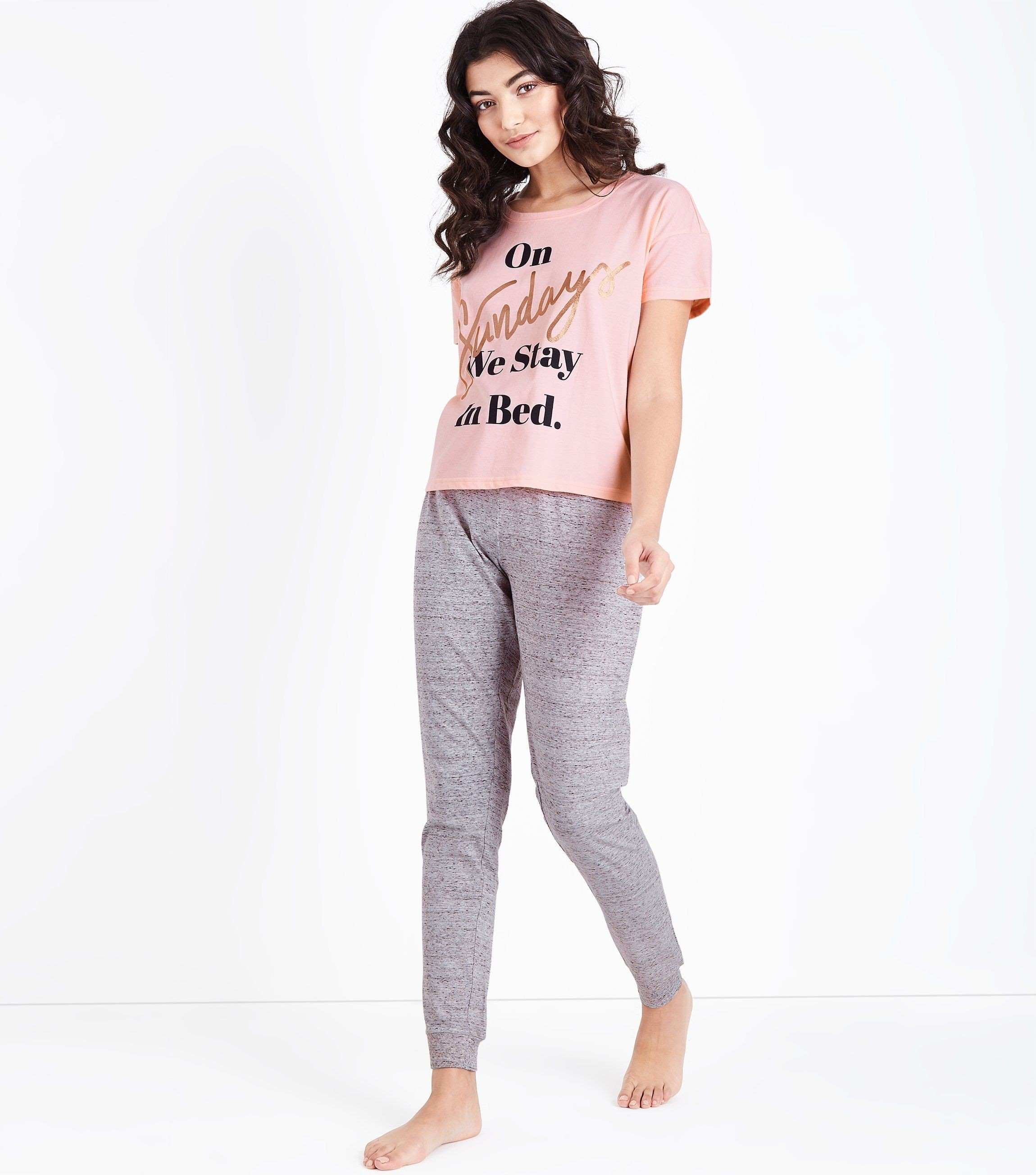 спортивный костюм женский модный 2018 2019: серый с розовым в пижамном стиле