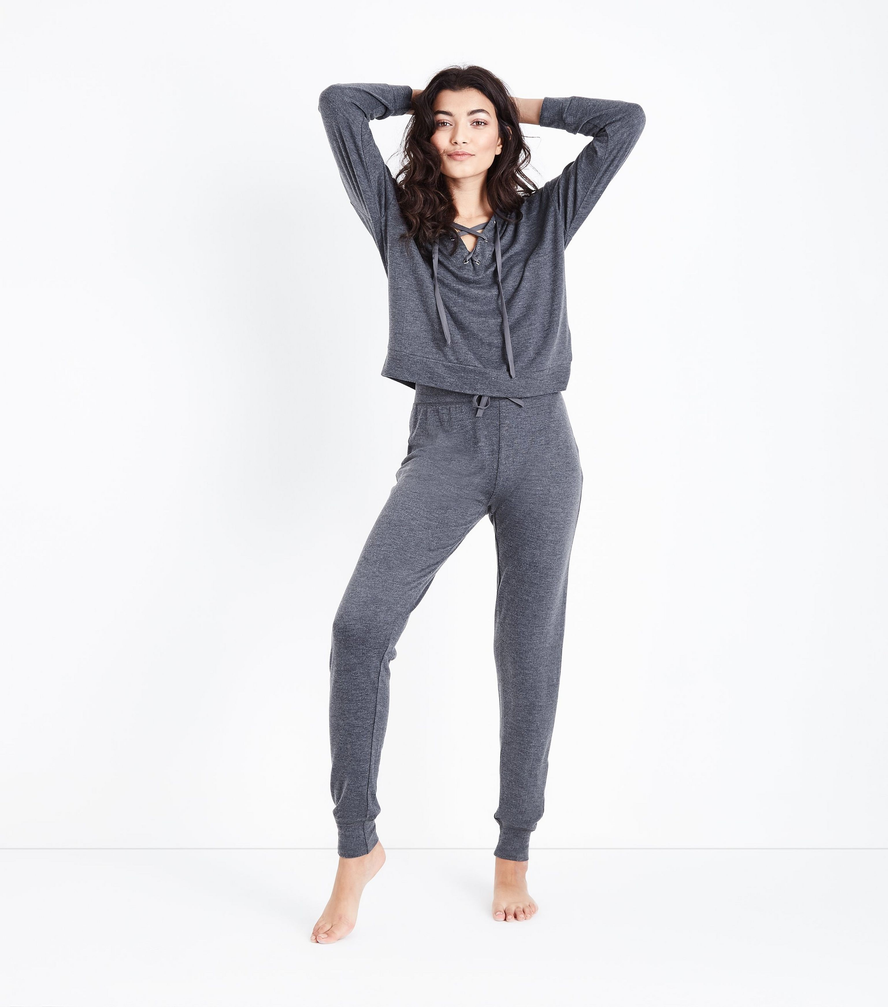 спортивный костюм женский модный 2018 2019: серый в пижамном стиле