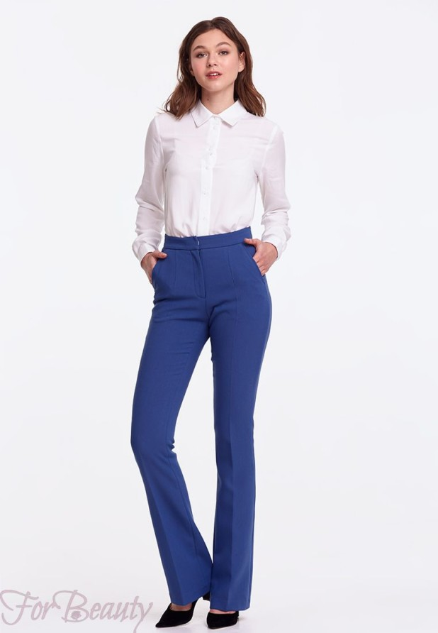 женские брюки 2019 года модные тенденции фото: клеш синие