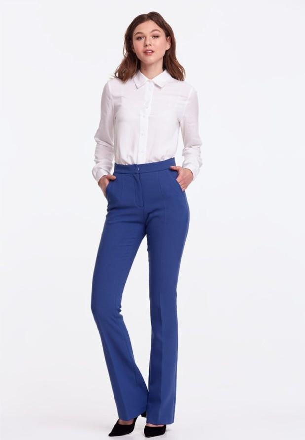 женские брюки 2018-2019 года модные тенденции фото: клеш синие