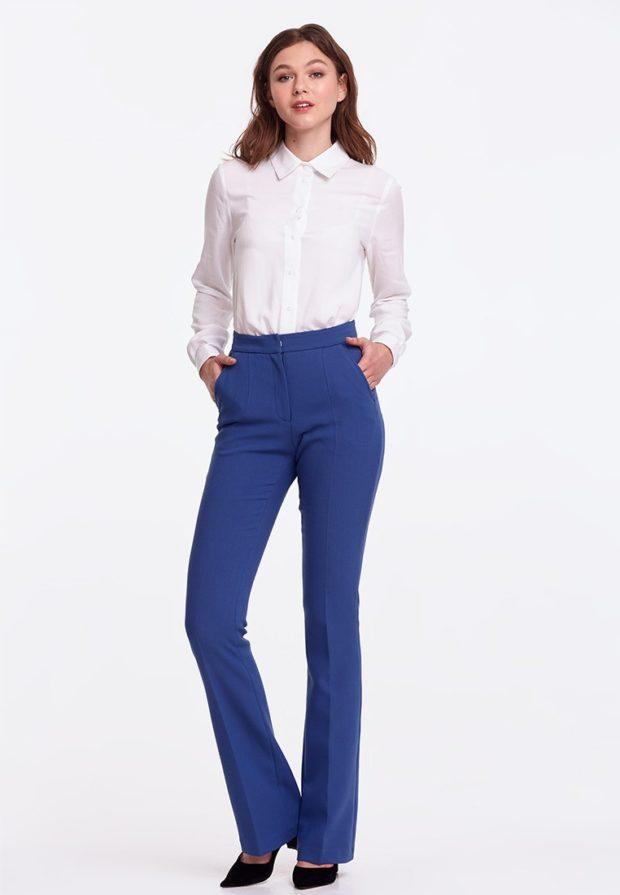 женские брюки 2020 фото: клеш синие