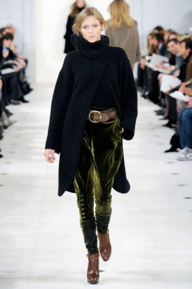 модные брюки в 2018-2019 году для женщин: бархатные зеленые