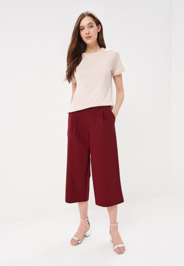 модные женские брюки: бордовые кюлоты
