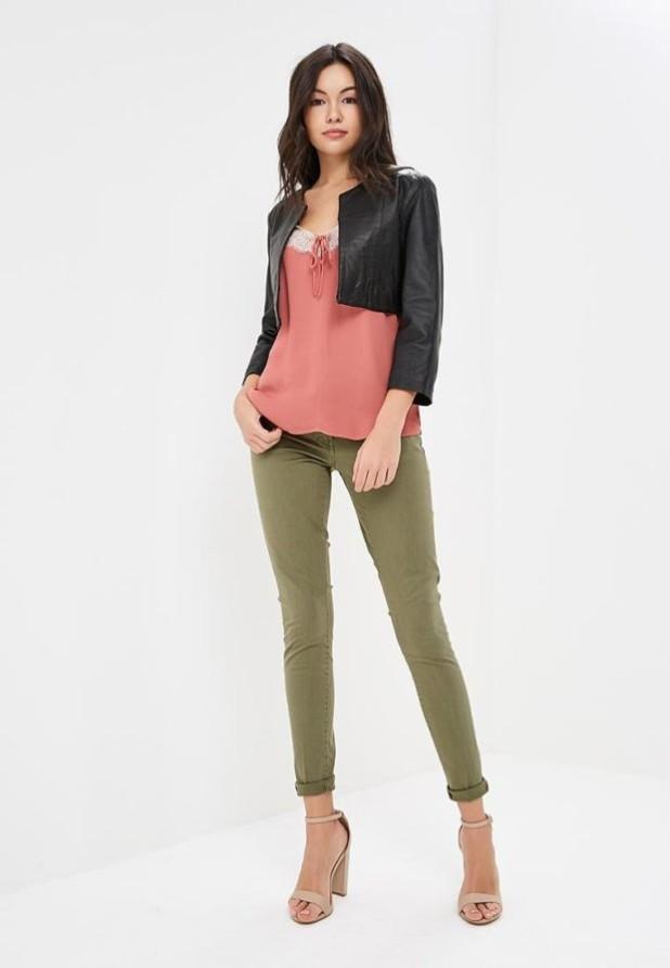 женские модные брюки: зеленые скинни укороченные