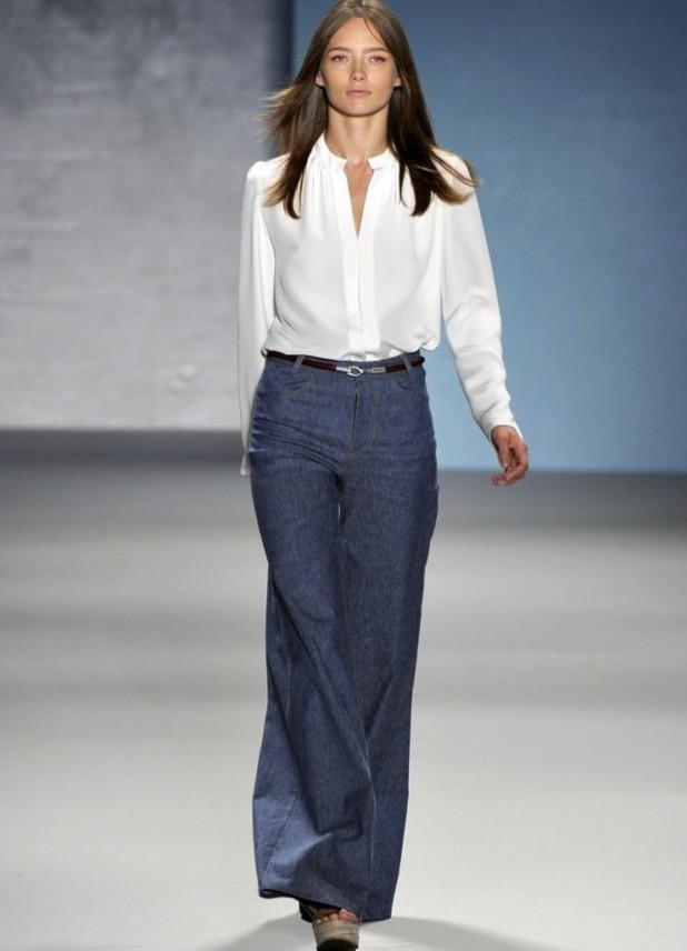 брюки женские 2018-2019: клеш джинсы