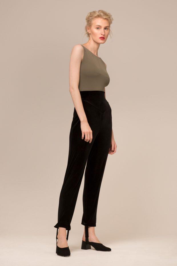 модные брюки в 2020-2021 году для женщин: бархатные черные