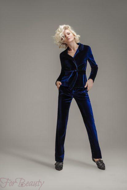 модные брюки в 2019 году для женщин: бархатные синие