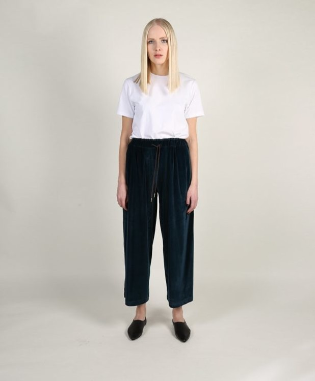 модные брюки в 2018-2019 году для женщин: бархатные широкие