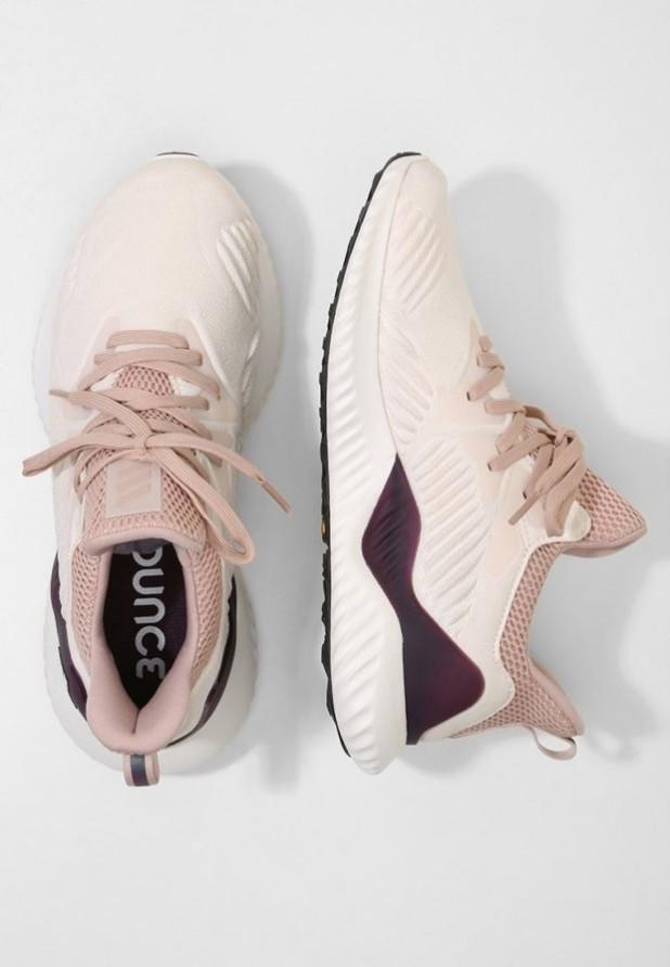 модные женские кроссовки 2018-2019: спортивные кремовые