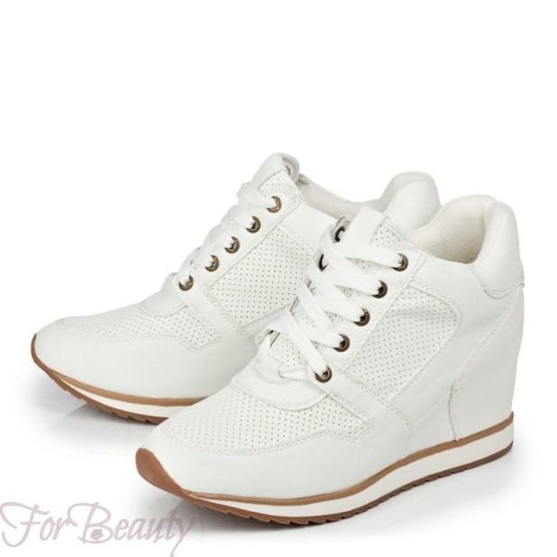 Модные белые кроссовки на танкетке 2018