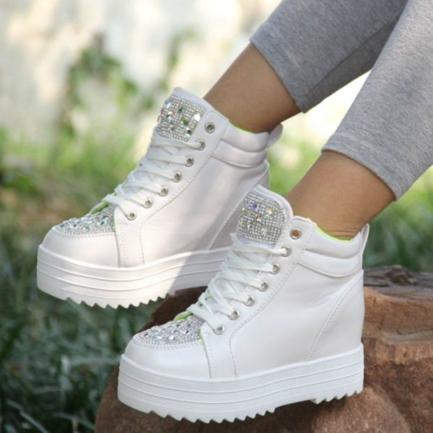 Модные белые кроссовки с высокой подошвой