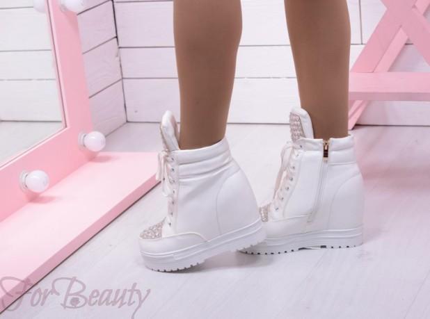 Модные белые кроссовкисникерсы2018