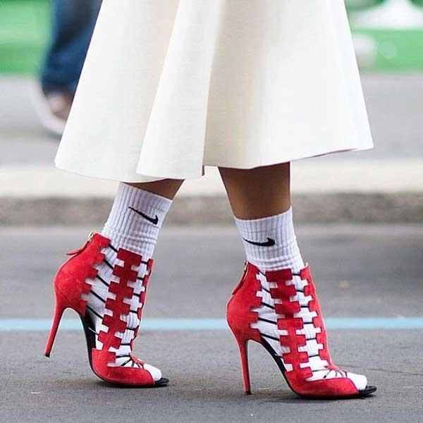 модные туфли 2018-2019: носки белые найк