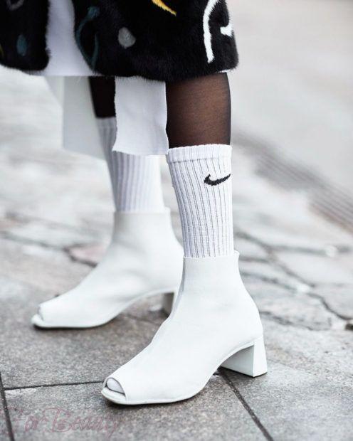 модные туфли 2018: носки найк белые
