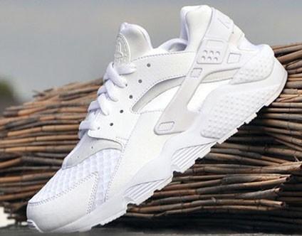 стильные белые кроссовки 2018