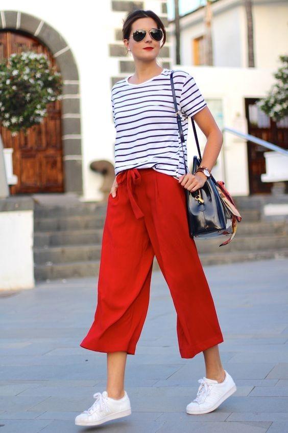 женские брюки 2018-2019 года модные тенденции фото: красные укороченные
