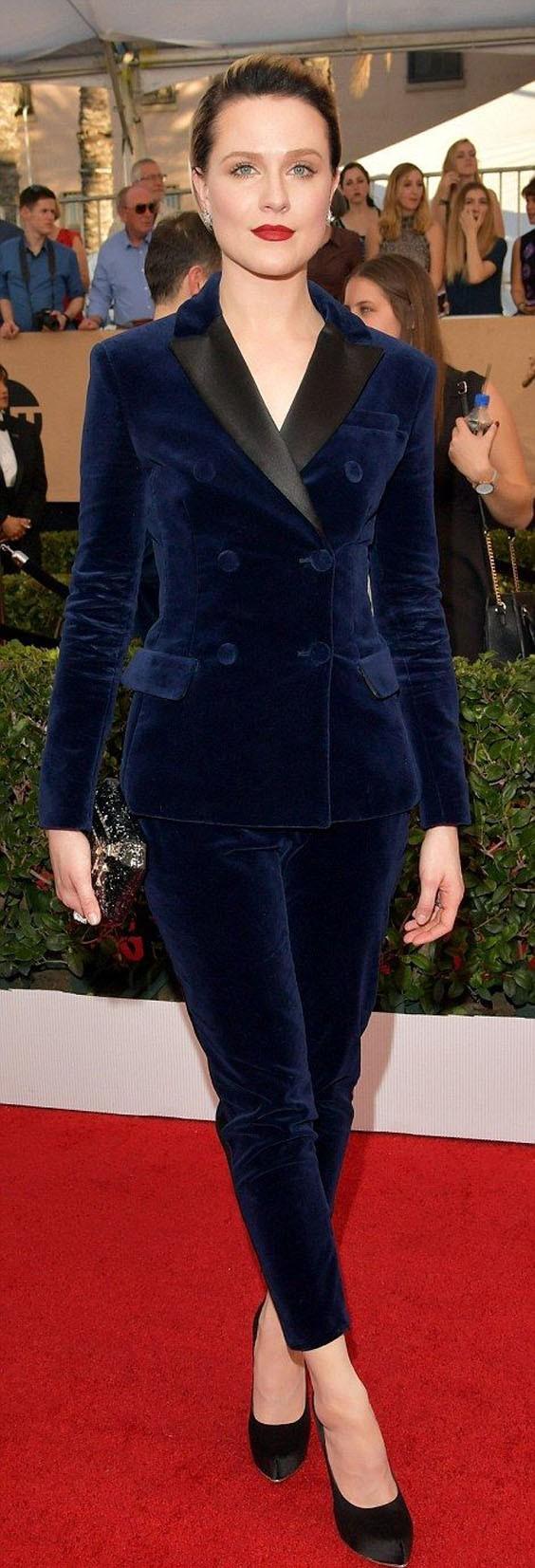 модные брюки в 2018-2019 году для женщин: бархатные синие