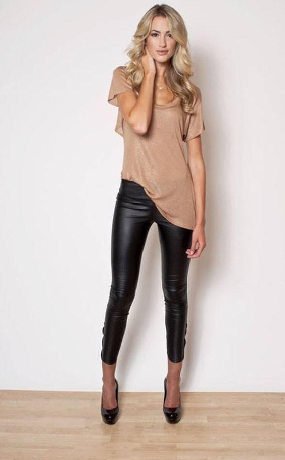 женские брюки: облегающие кожаные черные