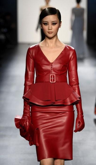 Модные платья на каждый день: кожаные