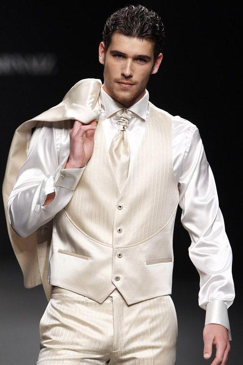 красивый белый костюм тройка на выпускной для парня 2018