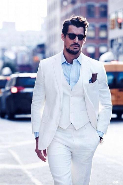 Белый костюм на выпускной для парня 2018