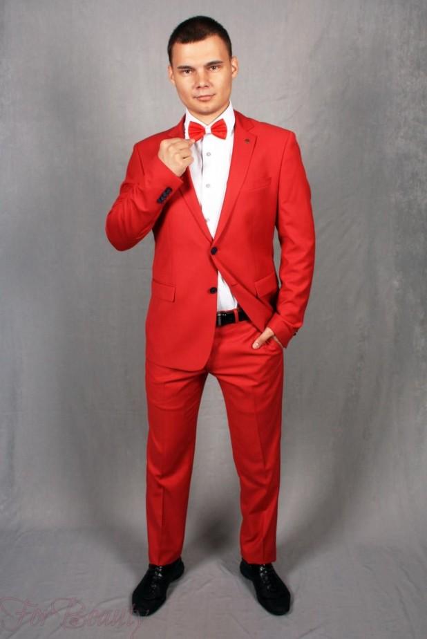 красный костюм на выпускной для парня 2018