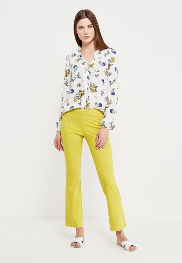 стильные образы на каждый день для девушек: с желтыми брюками 2018-2019
