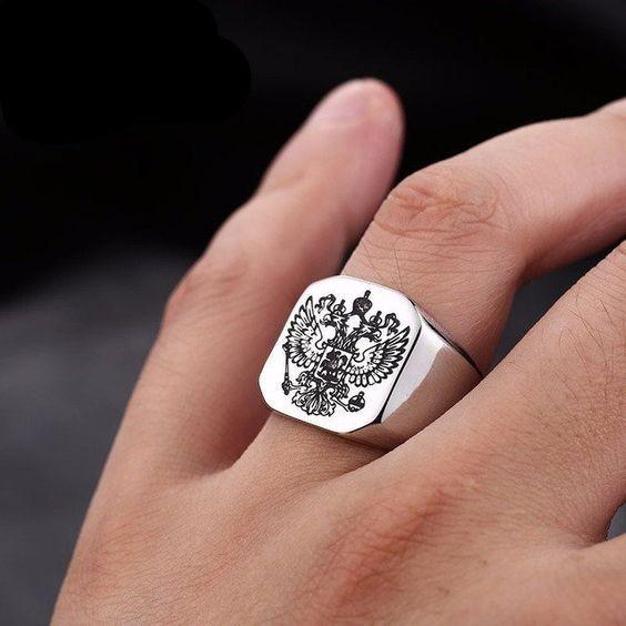 Как носить перстень мужчине на безымянном пальце