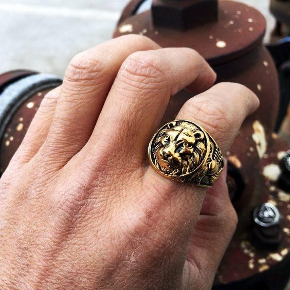 Как носить перстень мужчине на указательном пальце