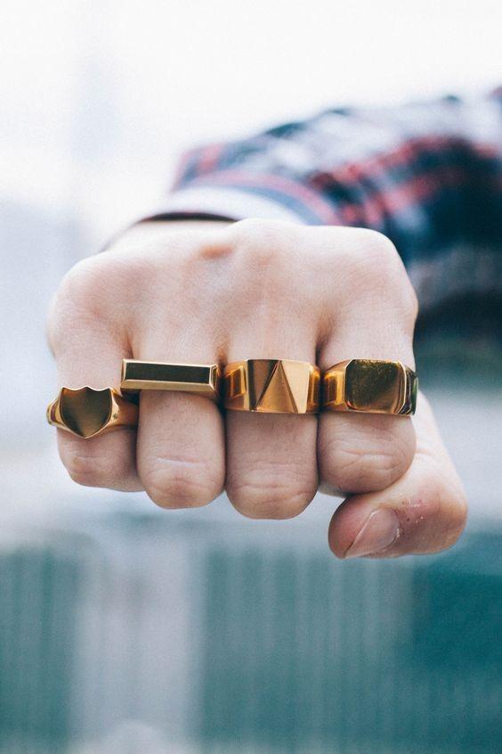Как носить перстень-печатку мужчине