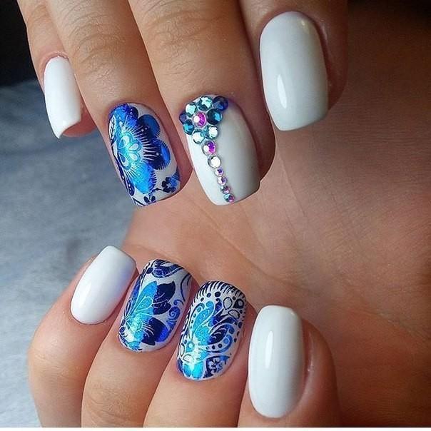 Модные флористические узоры и рисунки на ногтях модные тенденции фото шеллак