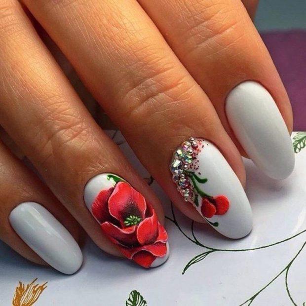 Модные флористические узоры и рисунки на ногтях модные тенденции фото