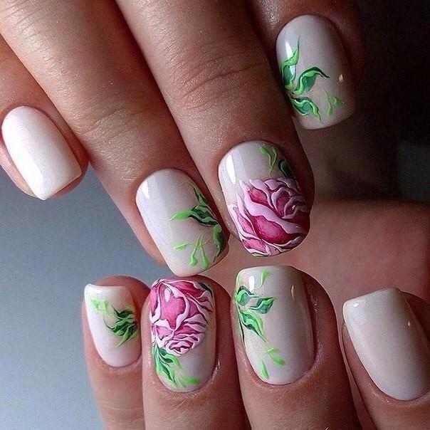 красивые флористические узоры и рисунки на ногтях модные тенденции фото шеллак