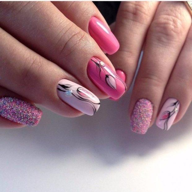 нежные флористические узоры и рисунки на ногтях модные тенденции фото шеллак