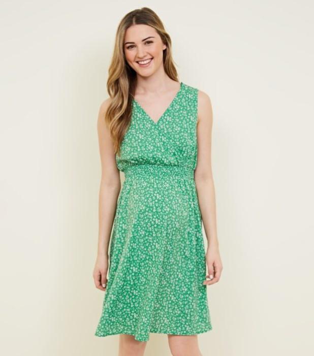 мода для беременных: платье с V-образным вырезом зеленое