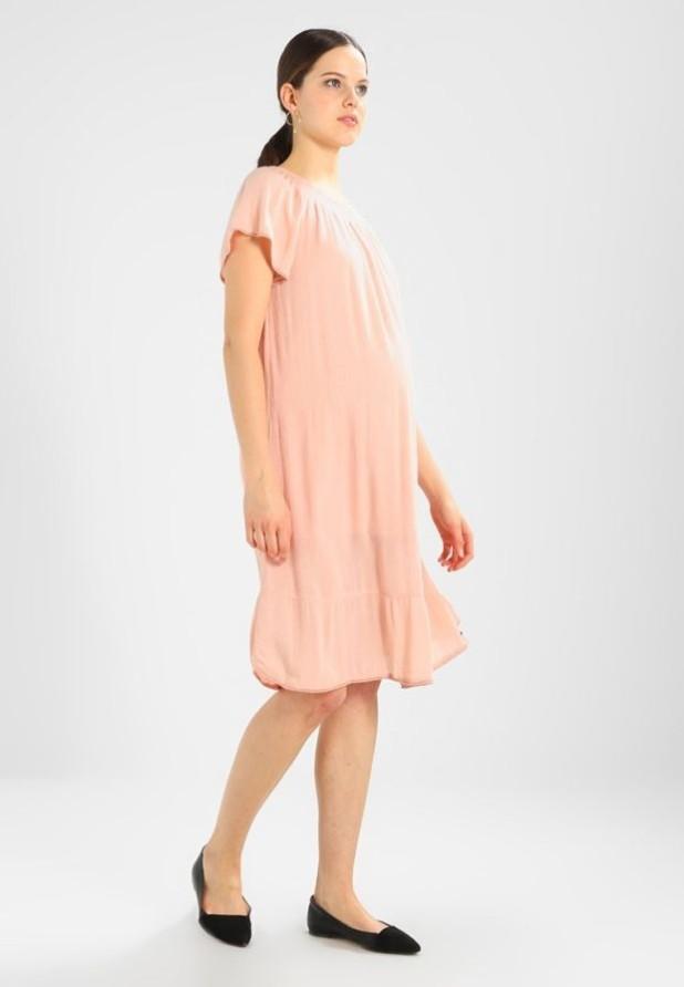 мода для беременных: Легкое розовое платье