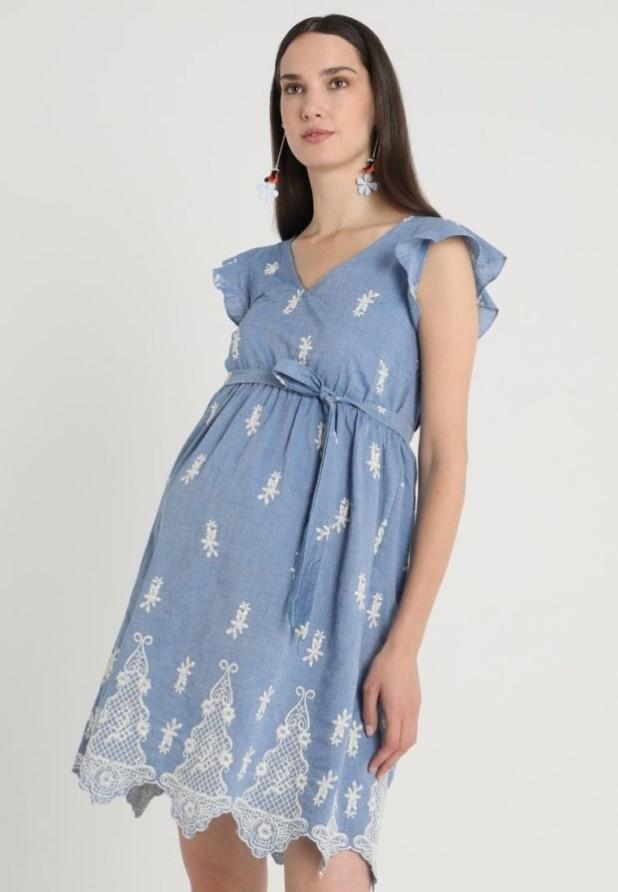 мода для беременных: Легкое голубое платье