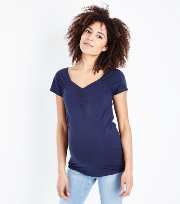мода для беременных: футболка с V-образным вырезом