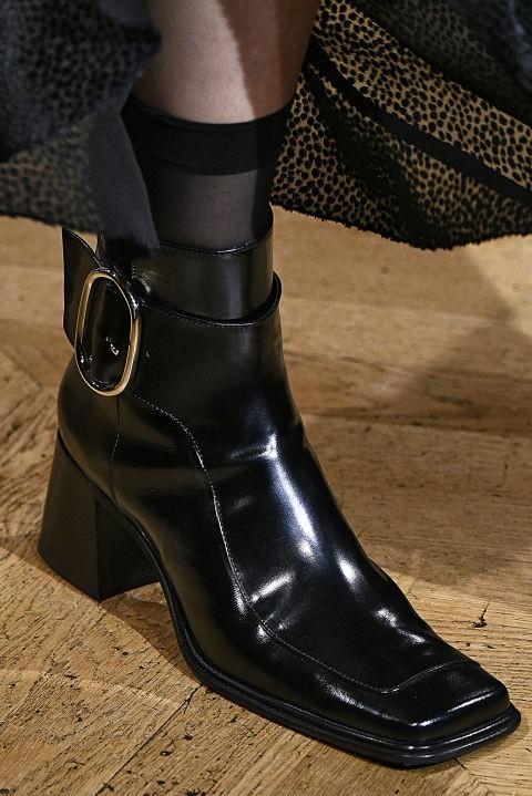 Модная обувь с пряжками осень-зима 2018-2019