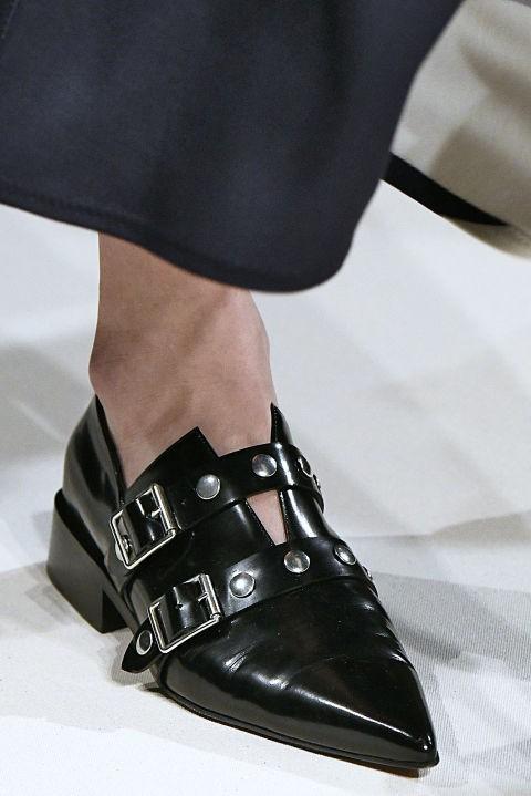 Модная обувь с многочисленными ремешками и пряжками осень-зима 2018-2019 фото