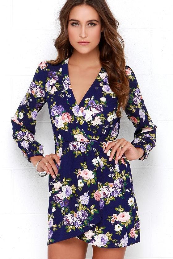 Модные абстрактные цветочныепринтыв одежде