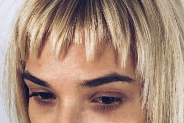 Модная рваная челка на длинные волосы