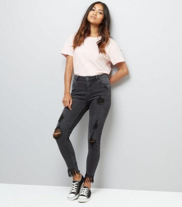 модные джинсы с бахромой рваные