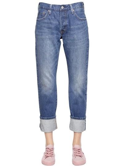 стильные женские джинсы: классические синие с подворотом