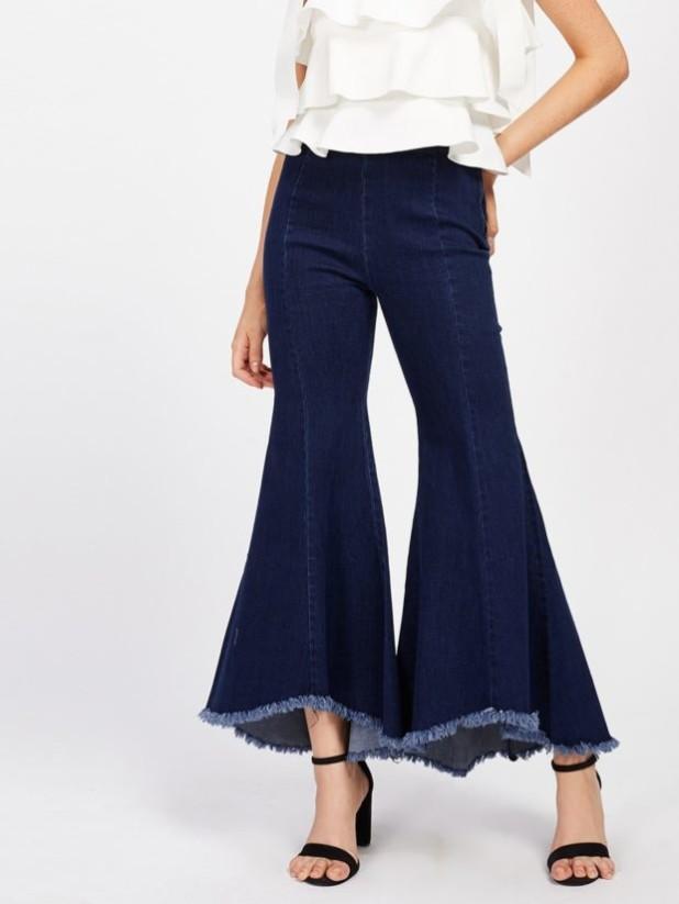 женские джинсы: клёш с бахромой