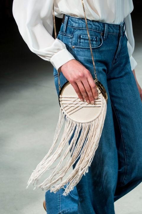 модная сумка с бахромой с